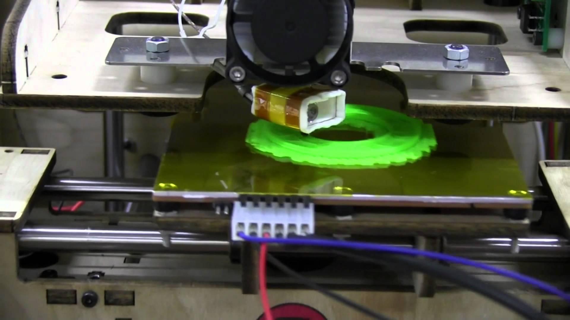 EEVblog #274 – Makerbot Tweaking & First Print