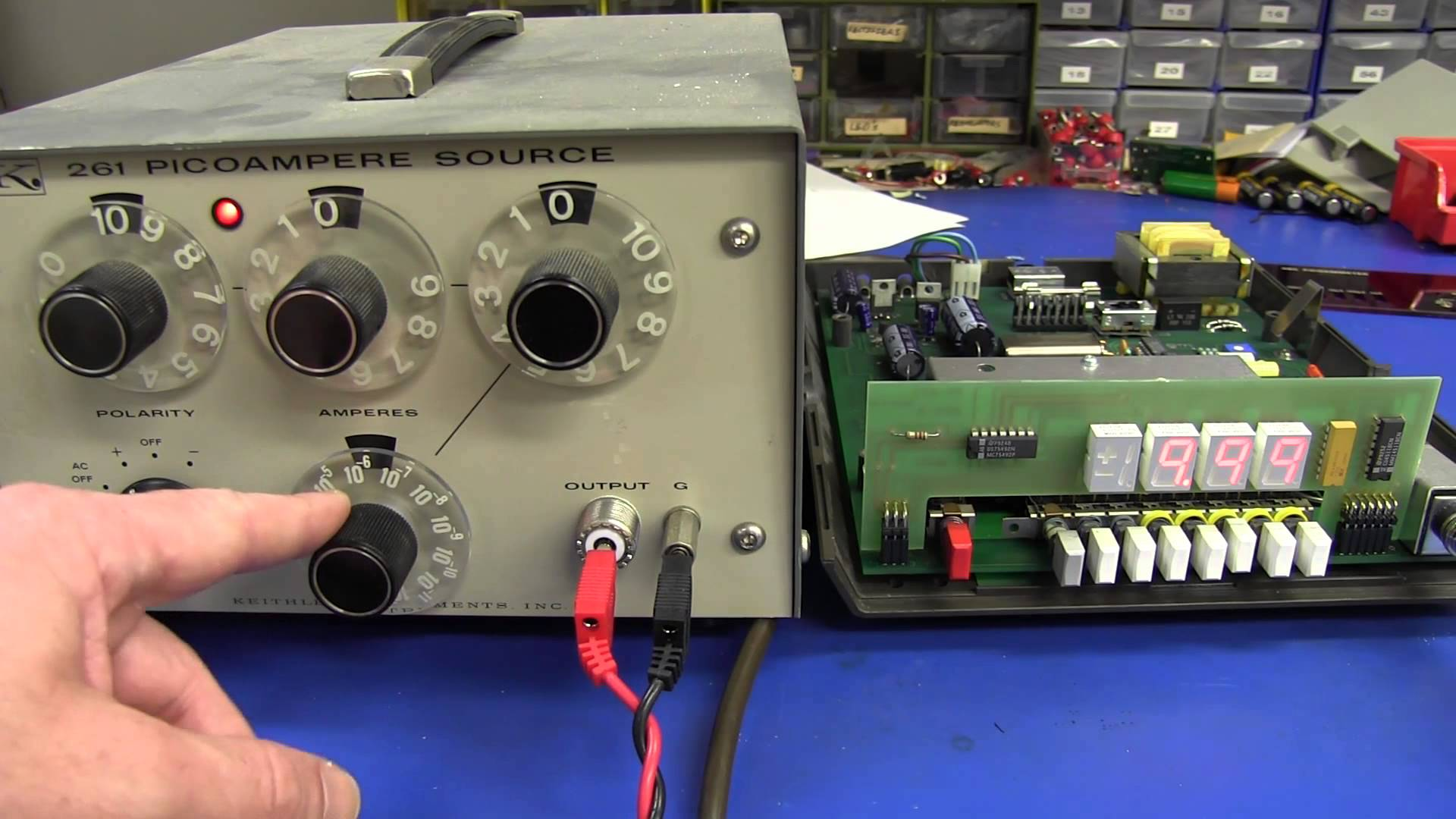 EEVblog #406 – Keithley 480 Picoammeter Teardown & Calibration