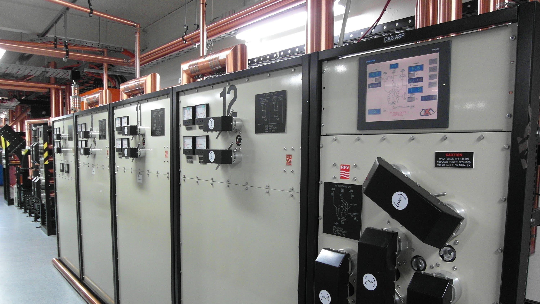 EEVblog #569 – Tour of an Analog TV Transmission Facility