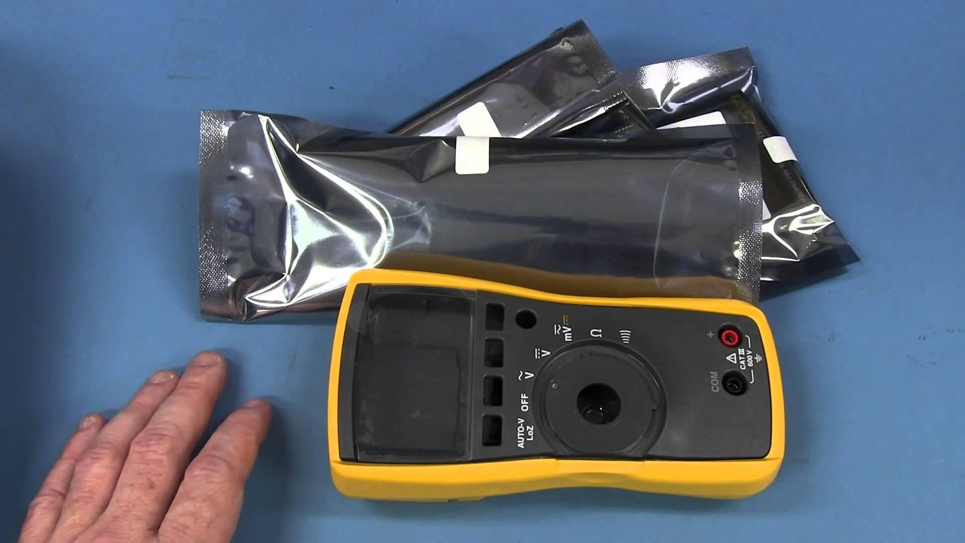 EEVblog #597 – Fluke 114 Kit Multimeter + Sparkfun/Fluke Rant