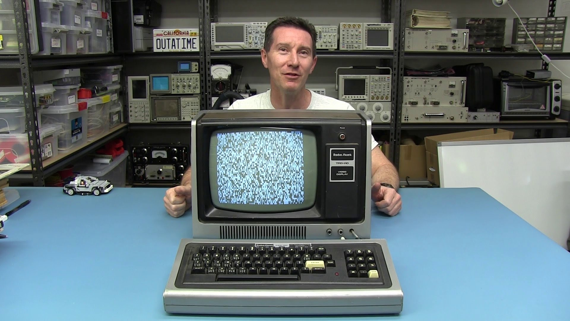 EEVblog #645 – TRS-80 Model I Retro Computer Teardown