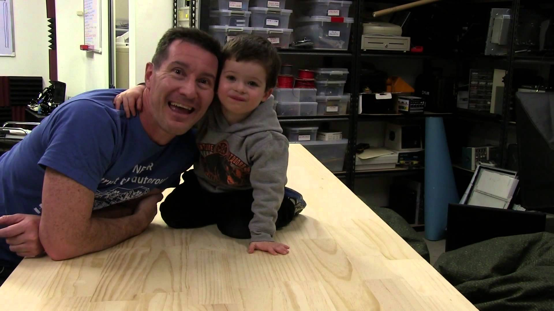 EEVblog #679 – How To Build A Small Electronics Work Bench