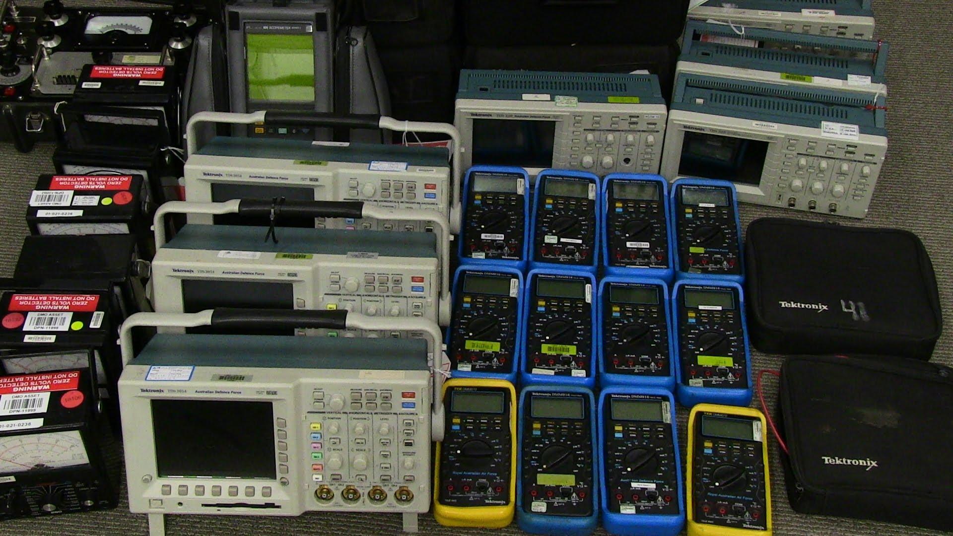 EEVblog #693 – AVO Transistor Analyser Teardown