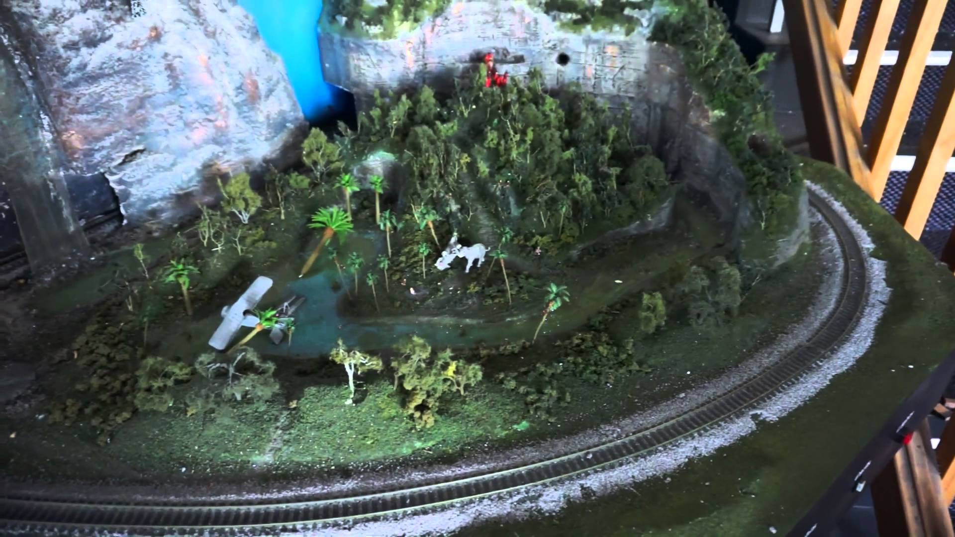 EEVblog #700 – Indiana Jones HO Scale Model Train Set