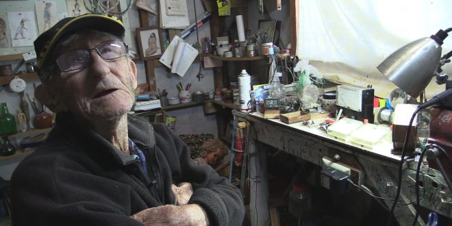 EEVblog #874 – World's Oldest Electronics Hobbyist!