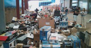 EEVblog #927 – Insane Jaycar Dumpster Sale!